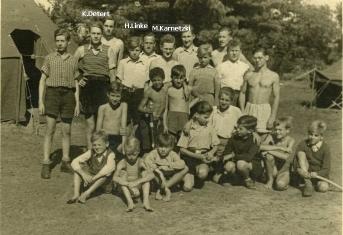 (060) Pfr Linke im Jugendlager mit Karnetzki+Namenklein
