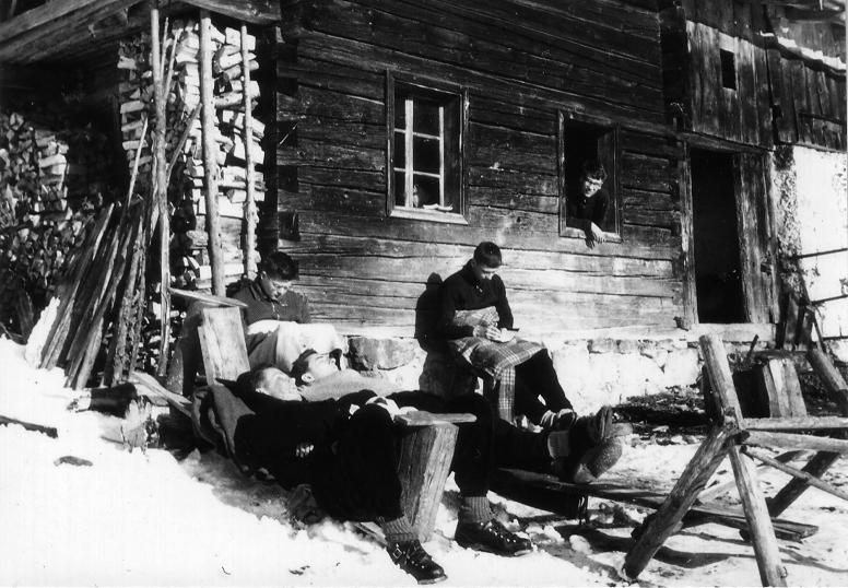 1961 vor der Hütte
